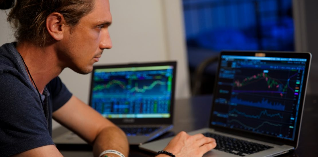 how to make a living trading
